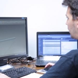 Robotcellák munkáját segítik az ENTRA-SYS moduláris anyagmozgató pályái